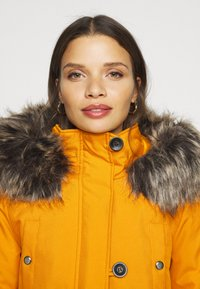 ONLY Petite - ONLIRIS - Parka - golden yellow - 5