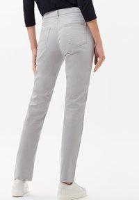BRAX - STYLE CAROLA - Straight leg jeans - grey - 2