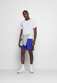 Nike Performance - FLEX STRIDE SHORT - Pantalón corto de deporte - astronomy blue/silver - 1