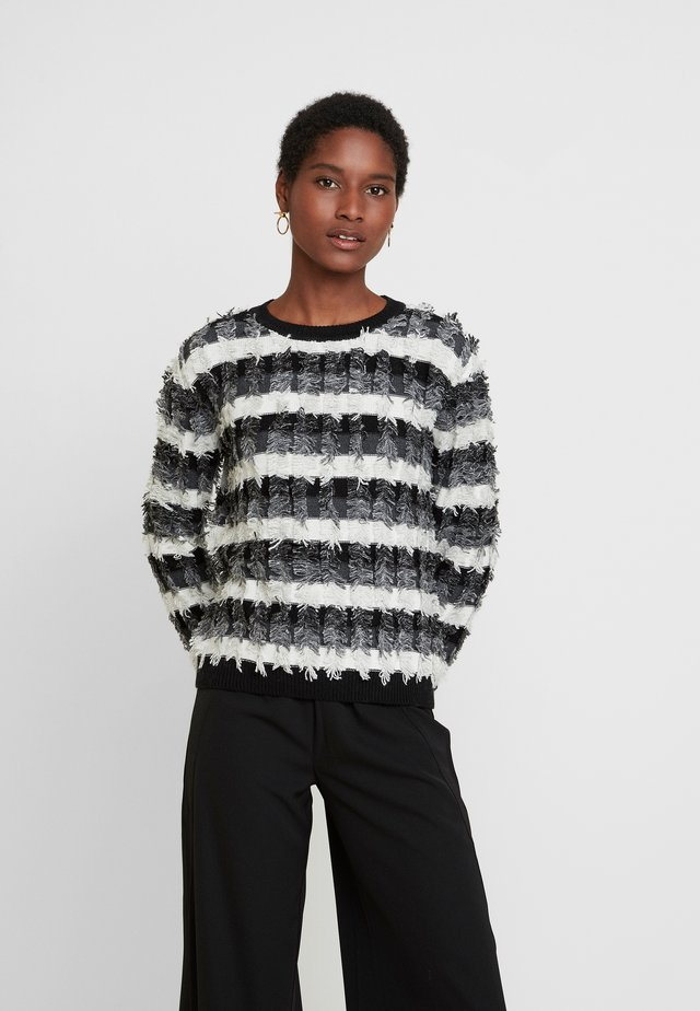 STRIPED FRINGE - Strikpullover /Striktrøjer - antiq white
