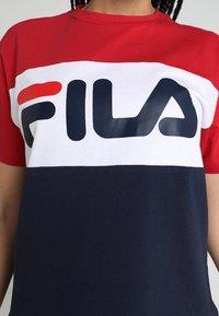 Fila - ALLISON - Print T-shirt - black iris/true red/bright white - 5