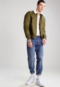 Jack & Jones - JJPRHUGO TEE CREW NECK  - Basic T-shirt - moonbeam - 1