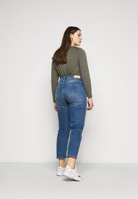 ONLY Carmakoma - CARENEDA LIFE MOM - Relaxed fit jeans - dark blue denim - 2