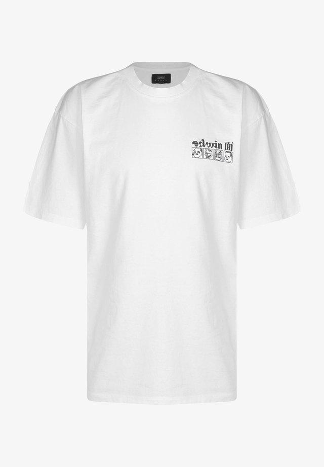 T-shirt print - white garment washed