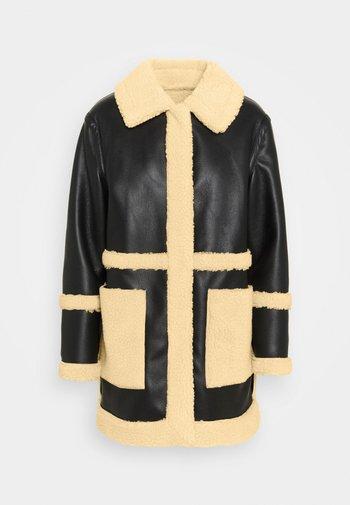 BONDED BORG REVERSIBLE SHACKET - Zimní kabát - black/cream