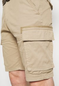 s.Oliver - CARGO - Shorts - brown - 5
