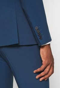 Isaac Dewhirst - THE FASHION SUIT NOTCH - Kostym - blue - 14