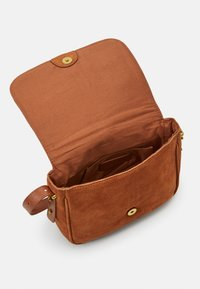 Zign - LEATHER - Across body bag - cognac - 2