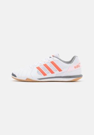 TOP SALA - Zaalvoetbalschoenen - footwear white/solar red/iron metallic