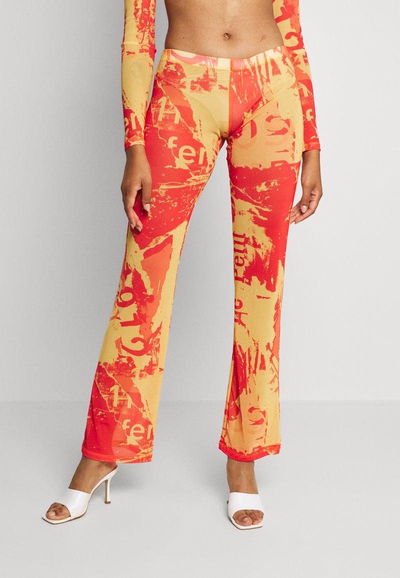 Jaded London - BOOTCUT TROUSER TONAL MAGAZINE PRINT - Pantalon classique - orange/yellow