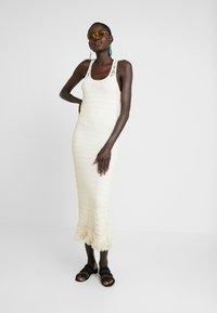 Object Tall - OBJFIKA DRESS - Vestido de tubo - gardenia - 2