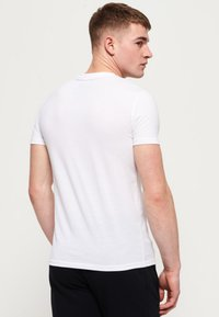 Superdry - MIT GRAFIK - T-shirts print - white - 2