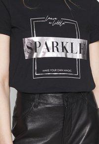 ONLY - ONLNEO FOIL - Print T-shirt - black/sparkle - 4