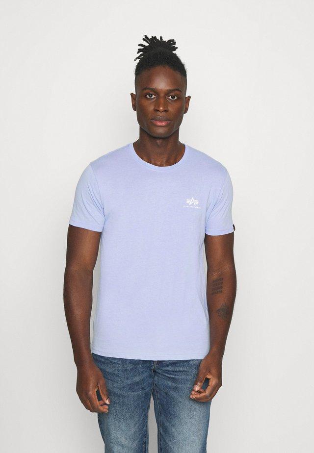 BASIC SMALL LOGO - Basic T-shirt - light blue
