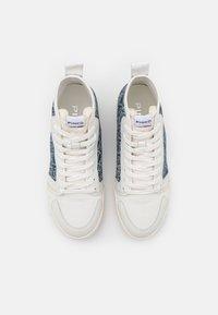 Pinko - LIQUIRIZIA TOP MONOGRAM - Sneakersy wysokie - offwhite/blu - 4