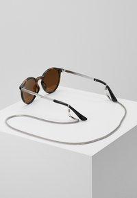 Pier One - SET mit Brillenkette - Zonnebril - brown - 6