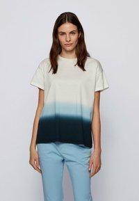 BOSS - Print T-shirt - patterned - 0