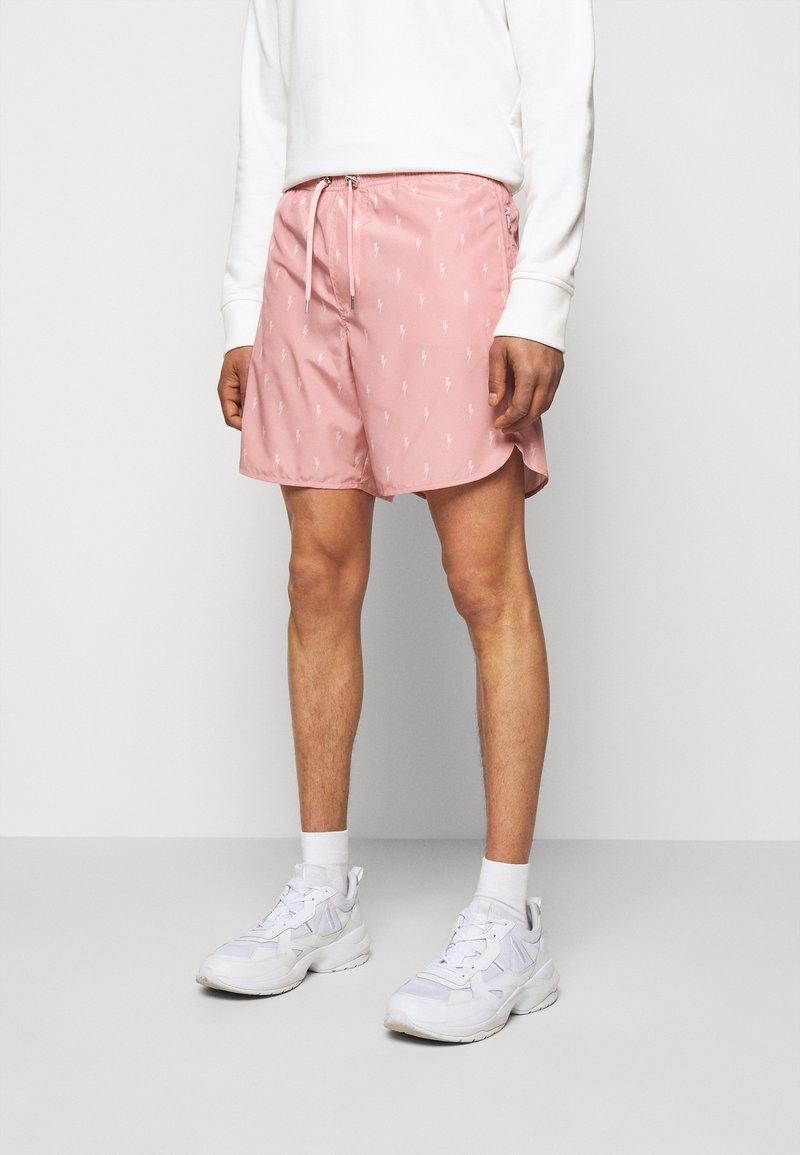 Neil Barrett - ALL OVER SMALL THUNDERBOLT - Kraťasy - dark pink/pink
