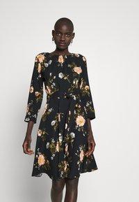 Dorothy Perkins Tall - FLORAL PRINT DRESS - Denní šaty - black - 0