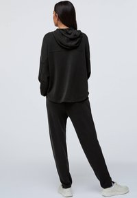 OYSHO - Pantalon de survêtement - black - 2