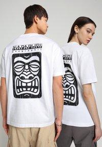 Napapijri - S-HAENA - T-shirt con stampa - bright white - 2