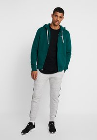 Hollister Co. - CORE ICON - Zip-up hoodie - emerald - 1
