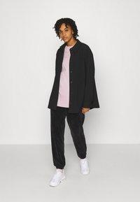 Nike Sportswear - Print T-shirt - champagne/white - 1