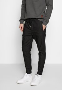 Be Edgy - FINN - Trousers - black - 0