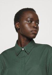 Filippa K - ALANA DRESS - Košilové šaty - green emer - 3
