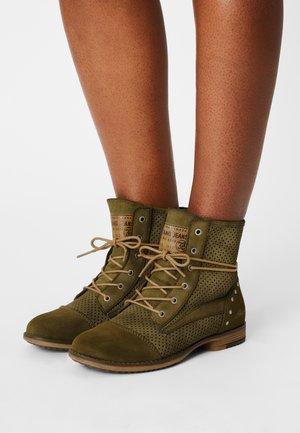 Šněrovací kotníkové boty - oliv