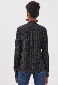 BONOBO Jeans - UMWELTFREUNDLICHE - Camicetta - noir - 2