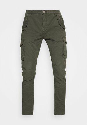 PANT - Reisitaskuhousut - green