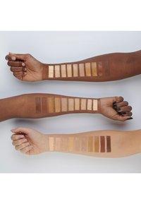 IsaDora - ACTIVE ALL DAY WEAR MAKE-UP - Foundation - warm beige - 2