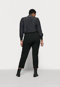 Anna Field Curvy - Chino kalhoty - black - 2