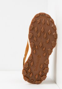 Timberland - BROOKLYN HIKER - Šněrovací kotníkové boty - wheat - 5