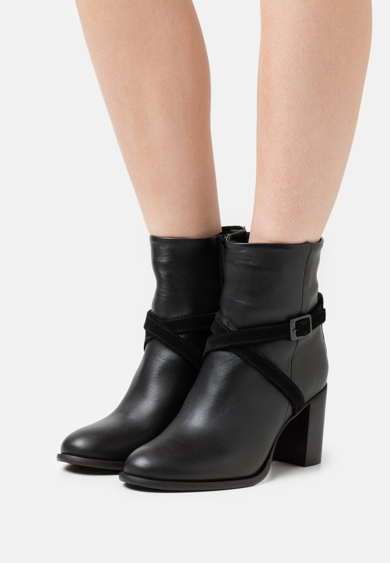 Zign - Kotníkové boty - black