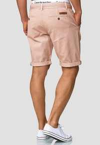 INDICODE JEANS - CASUAL FIT - Shorts - cameo rose - 2
