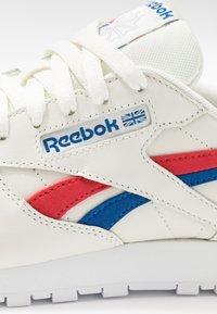 Reebok Classic - CLASSIC  - Sneakersy niskie - chalk/red/blu - 2