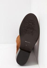 Lazamani - Vysoká obuv - cognac - 6