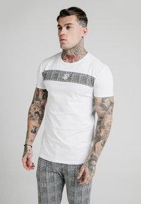 SIKSILK - PANEL SMART TEE - T-shirt con stampa - white - 0