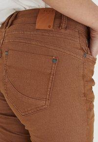PULZ - PZROSITA - Jeans Skinny Fit - argan oil - 4