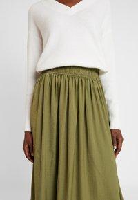 Rosemunde - Áčková sukně - martini olive - 5