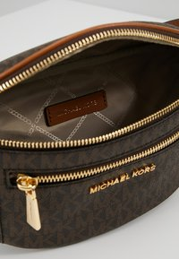 MICHAEL Michael Kors - MOTT WAISTPACK - Bum bag - brown - 4