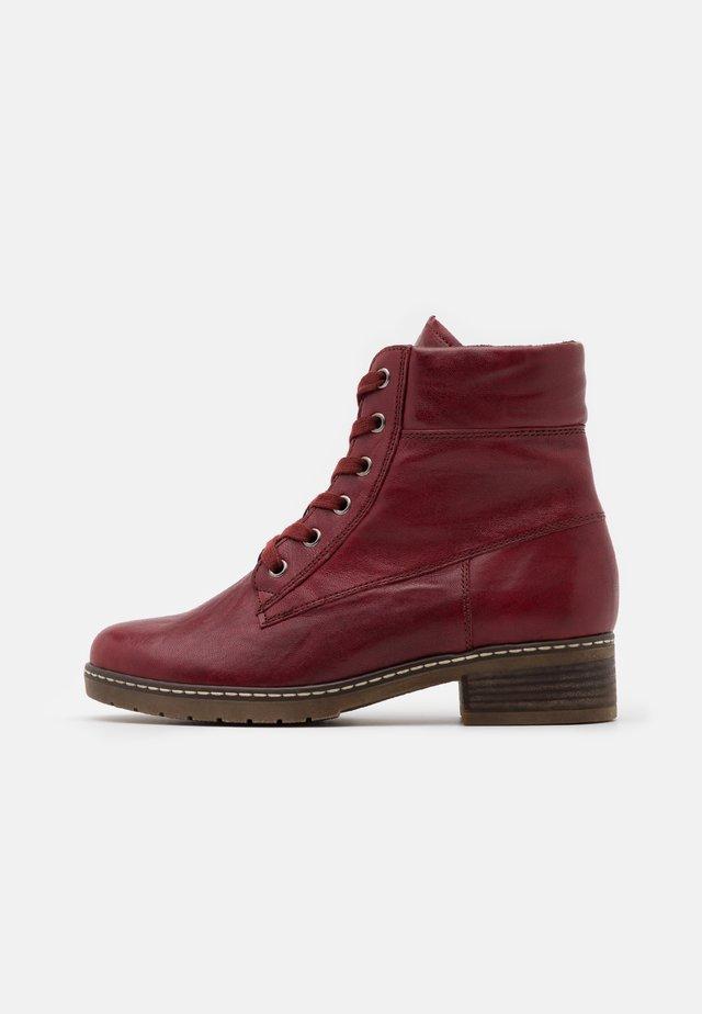 Šněrovací kotníkové boty - dark red