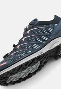 Lowa - MADDOX GTX - Hiking shoes - stahlblau/lachs - 5