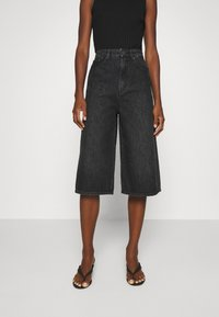 Gestuz - DACYGZ  - Denim shorts - dark black - 0