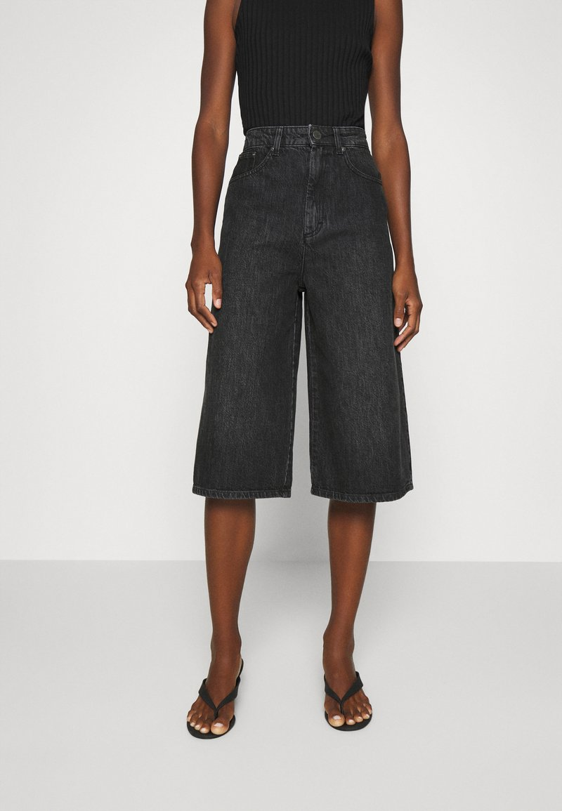 Gestuz - DACYGZ  - Denim shorts - dark black