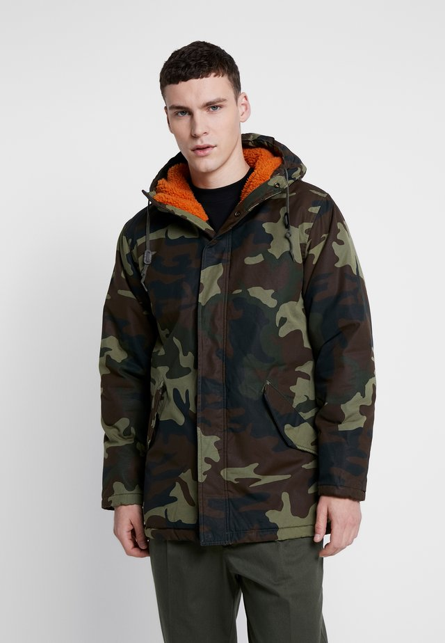 THERMORE PADDED - Giacca da mezza stagione - camo print with orange