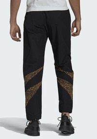 adidas Originals - SHARK  - Pantaloni sportivi - black - 1