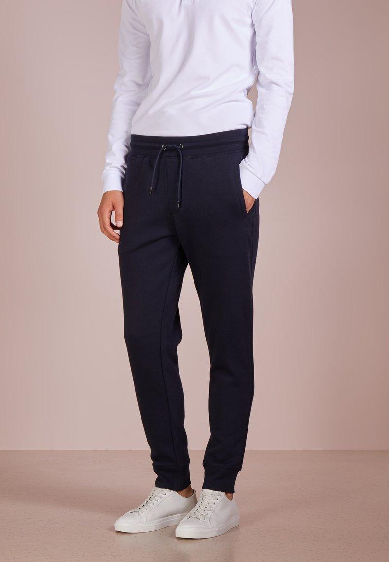 Emporio Armani - PANTALONI - Teplákové kalhoty - blu scuro